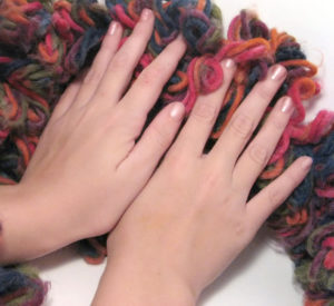 hands-and-yarn-1183609